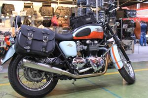 11 Custom Bag Triumph (destra)